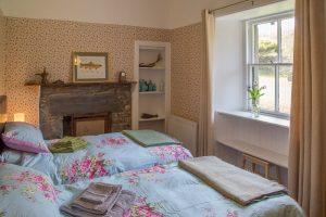 old-gortan-schoolhouse-twin-bedroom